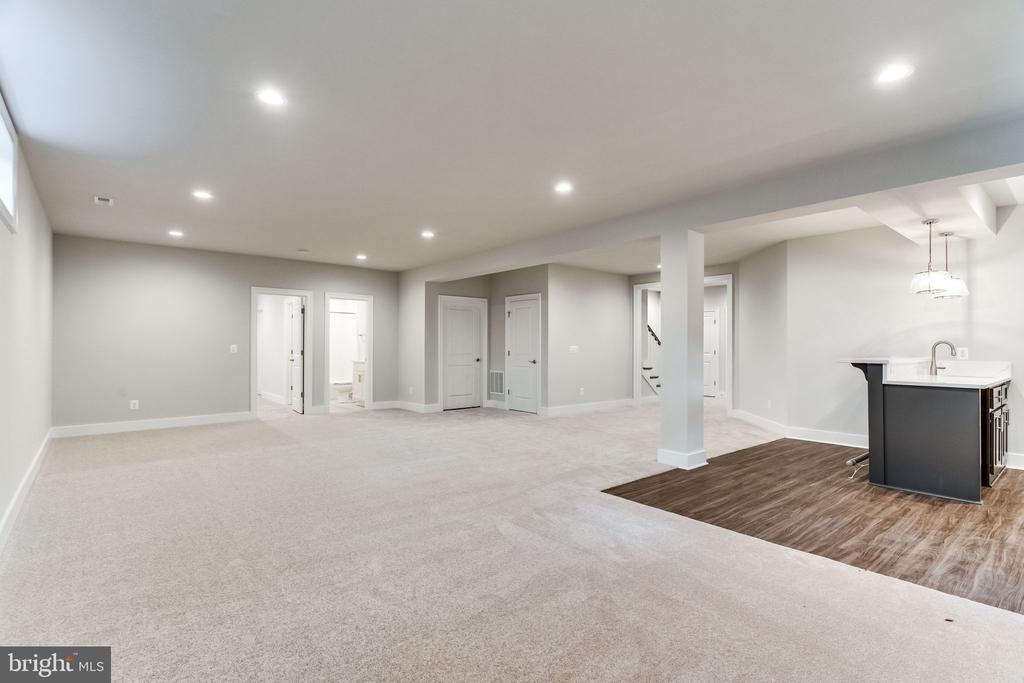 OPTIONAL FINISHED LOWER LEVEL W/ WET BAR. - 3129 CHICHESTER LN #3, FAIRFAX