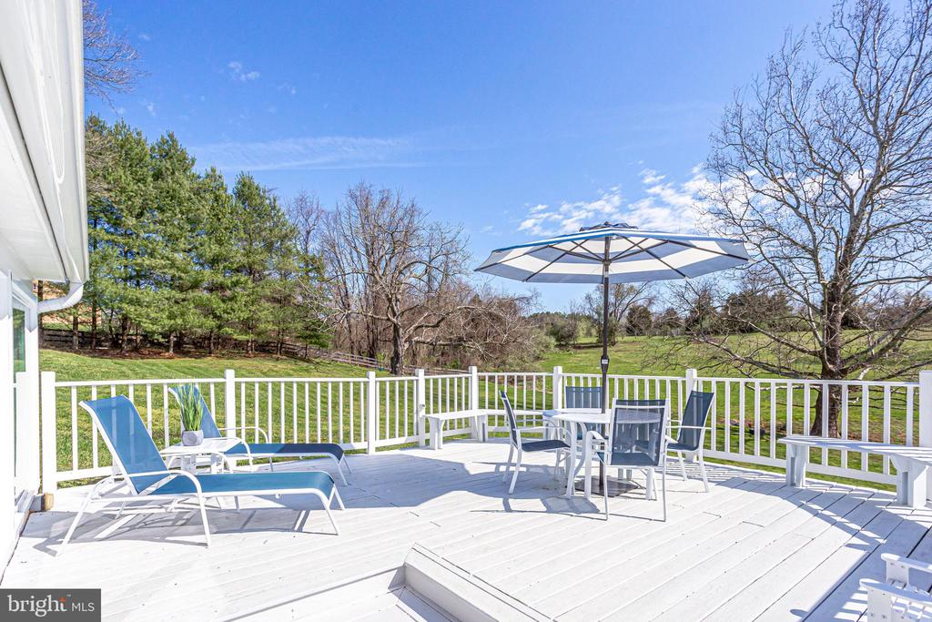 Side Deck - 14774 MILLTOWN RD, WATERFORD