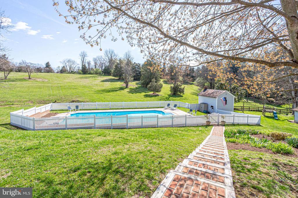 Steps to Pool - 14774 MILLTOWN RD, WATERFORD