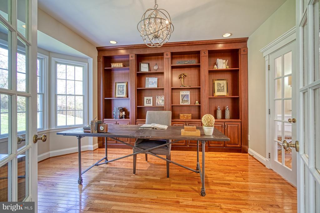 STUDY WITH BUILT INS - 10896 HUNTER GATE WAY, RESTON