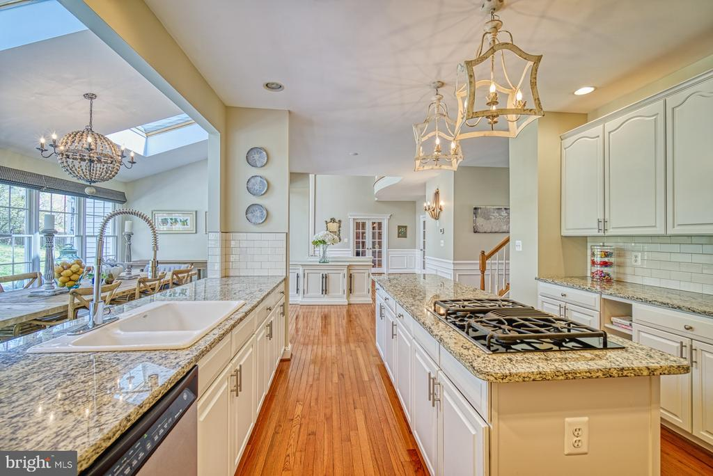 GORGEOUS KITCHEN VIEWS - 10896 HUNTER GATE WAY, RESTON
