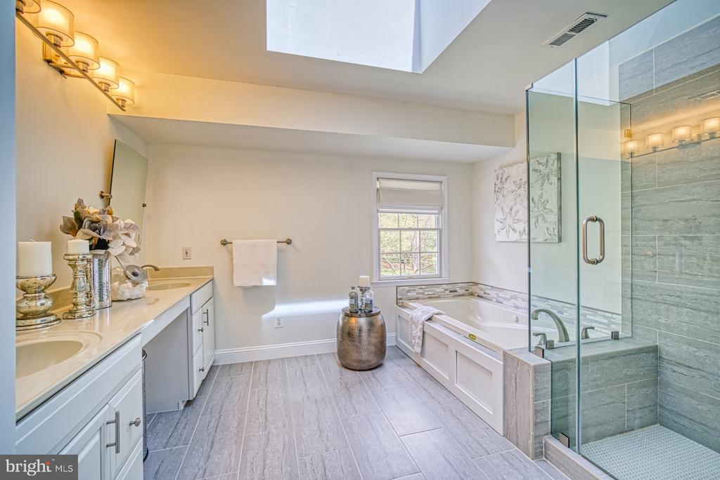 MASTER BATHROOM HAD GLASS SHOWER AND JACUZZI TUB - 10896 HUNTER GATE WAY, RESTON