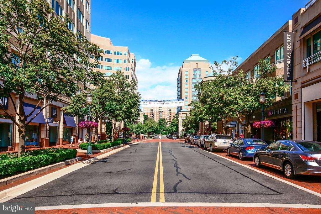 RESTON TOWN CENTER - 10896 HUNTER GATE WAY, RESTON