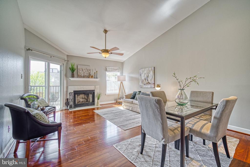Open-floor plan in main living area - 3315 WYNDHAM CIR #4226, ALEXANDRIA