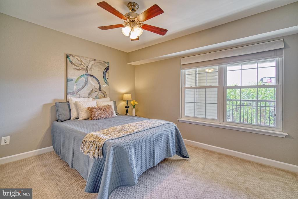Large windows in bedroom allow for plenty of light - 3315 WYNDHAM CIR #4226, ALEXANDRIA