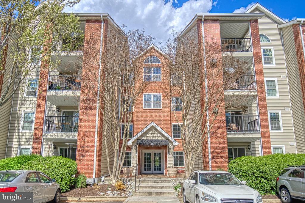 Penthouse 1-bed, 1-bath condo in gated community! - 3315 WYNDHAM CIR #4226, ALEXANDRIA