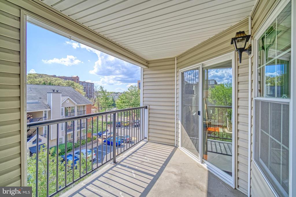 Large private balcony with storage closet - 3315 WYNDHAM CIR #4226, ALEXANDRIA