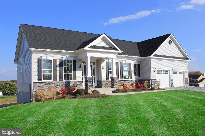 Single Family Homes voor Verkoop op Falling Waters, West Virginia 25419 Verenigde Staten