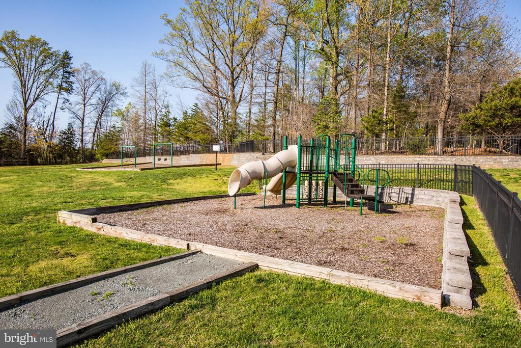 Willow Park has a tot-lot/playgound - 46 WILTSHIRE DR, STAFFORD