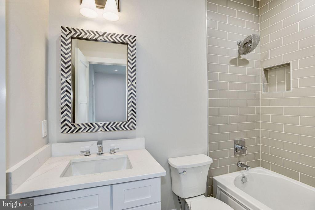 En suite bathroom for bedroom #3 - 1916 RHODE ISLAND AVE, MCLEAN