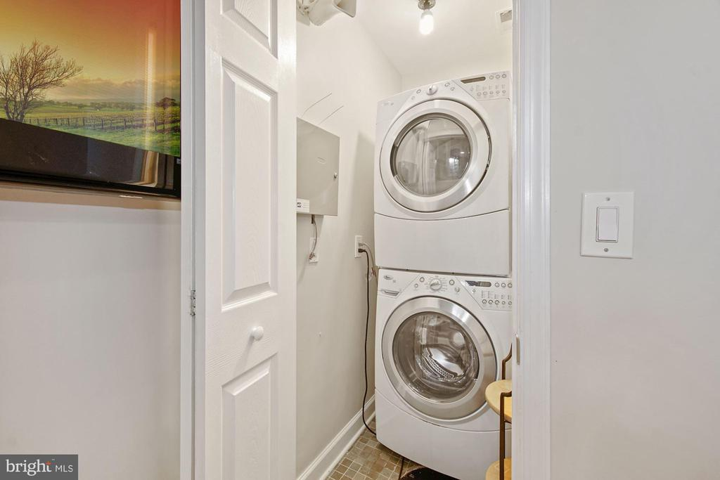 Washer & dryer in the residence - 4822 HAMPDEN LN #R-6, BETHESDA