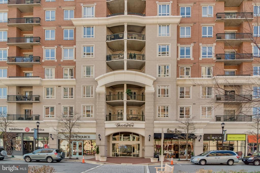 Elegant entrance off the plaza - 1915 TOWNE CENTRE BLVD #410, ANNAPOLIS
