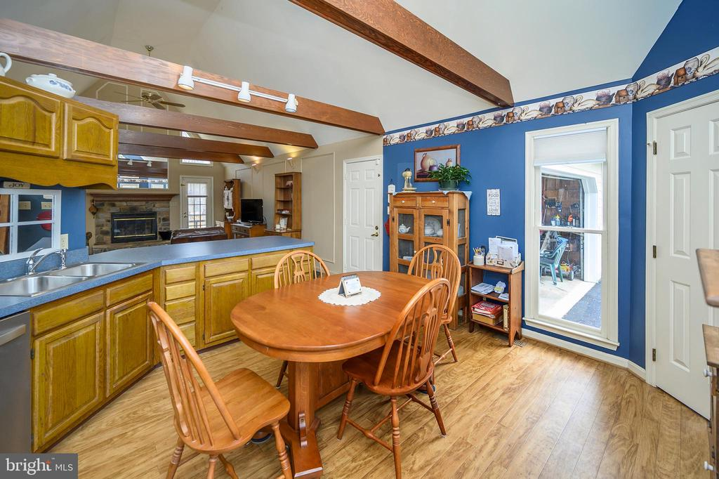 View over the Breakfast Bar - 11709 WILDERNESS PARK DR, SPOTSYLVANIA