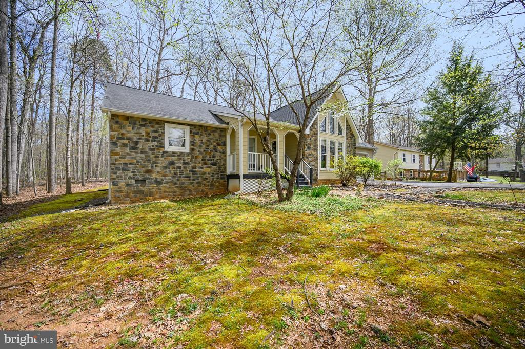 Personality Plus Contemporary - 11709 WILDERNESS PARK DR, SPOTSYLVANIA
