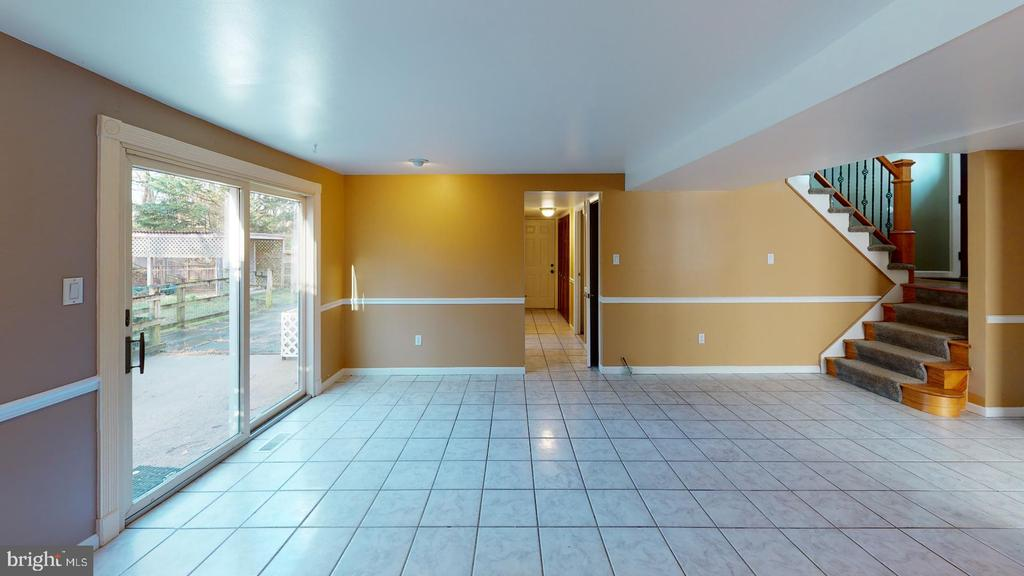 Walk out basement - 12903 MELVILLE LN, FAIRFAX