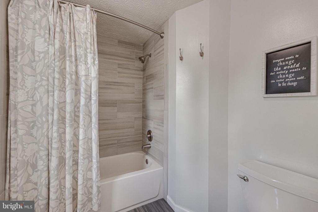 Master bath w/ new tub, tiling, flooring & toilet - 12502 DARDANELLE CT, HERNDON