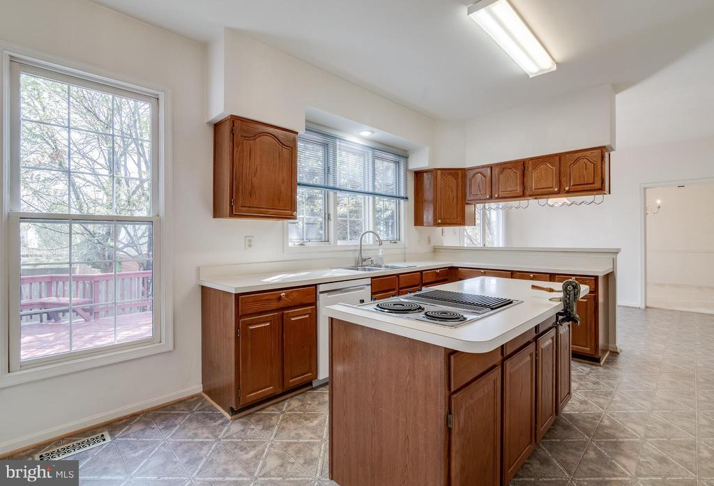 Kitchen - 9611 MERCEDES DR, MANASSAS