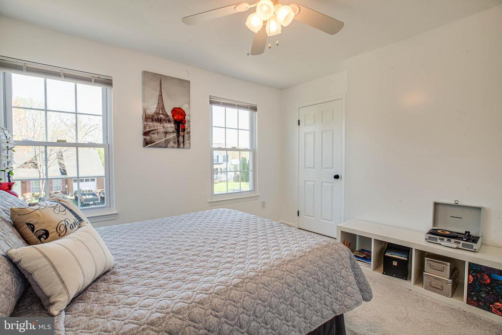 2nd bedroom with lots of light shining in - 6055 PONHILL DR, WOODBRIDGE