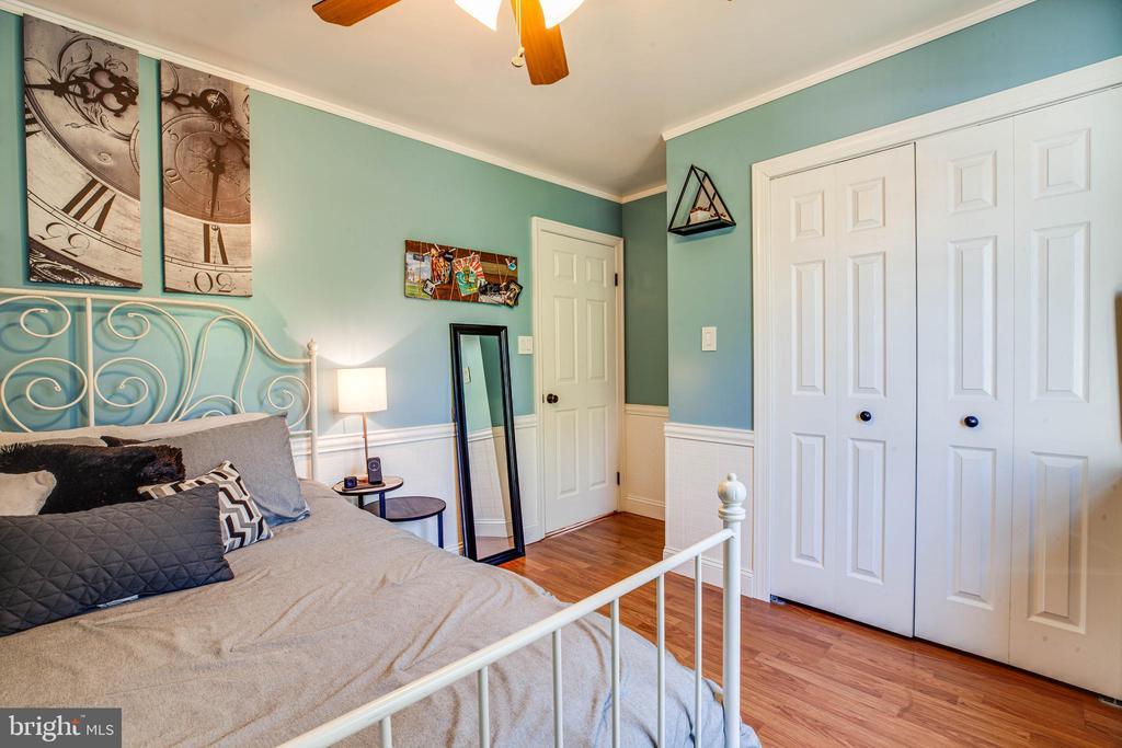3rd bed w double-door closet & storage upgrades - 6055 PONHILL DR, WOODBRIDGE