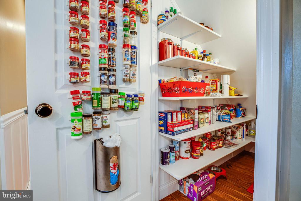 HUGE pantry with tricked-out storage solutions - 6055 PONHILL DR, WOODBRIDGE