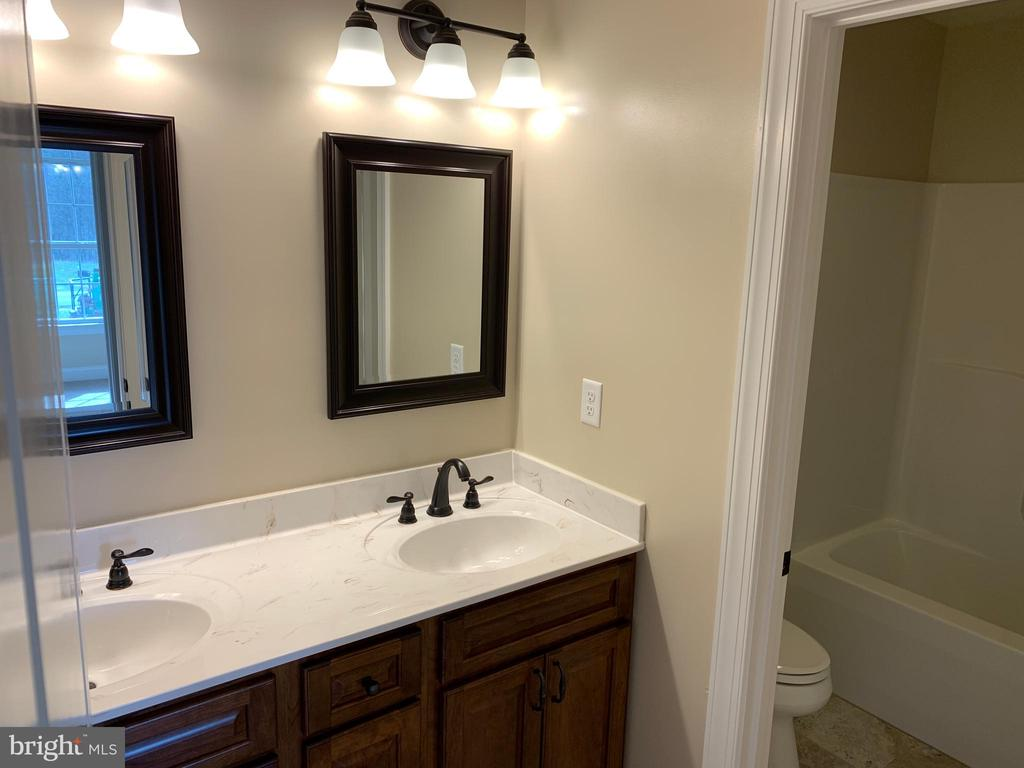Ex. Full Bath for Bed 3,4,5 - T-24 TRACI'S WAY, WINCHESTER