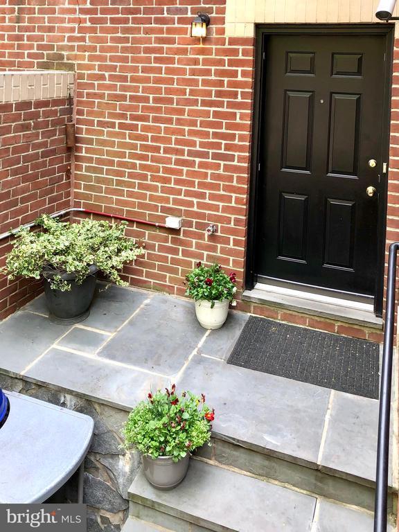 Private front entrance - 4822 HAMPDEN LN #R-6, BETHESDA