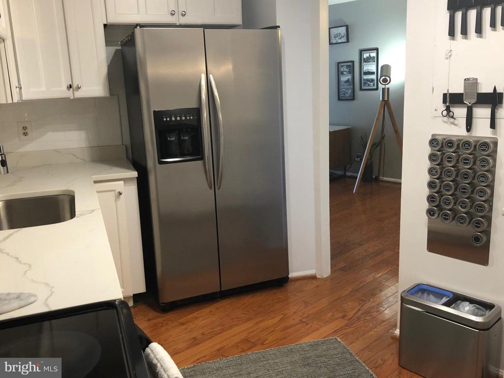 Kitchen updated all around - 1600 N OAK ST #809, ARLINGTON