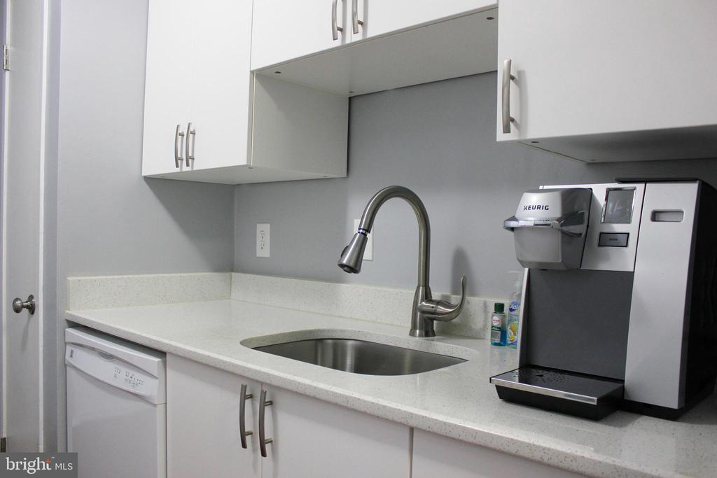 Dishwasher and Kitchen Sink - 102 DUVALL LN #4-104, GAITHERSBURG