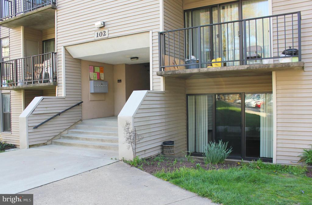 Welcome Home! To this 1 Bed 1 Bath unit with a den - 102 DUVALL LN #4-104, GAITHERSBURG