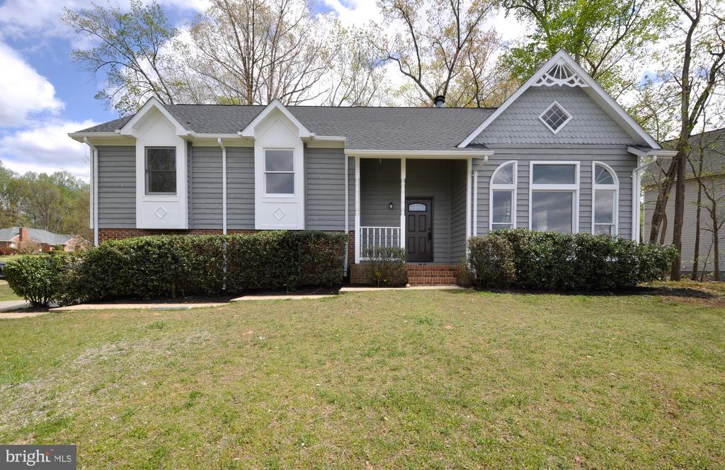 Completely remodeled tri-level home in South Staff - 8 RIDGE POINTE LN, FREDERICKSBURG