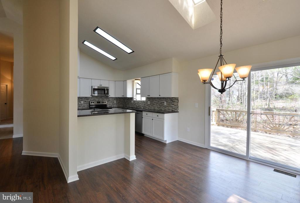 vaulted ceilings with skylights let in a lot light - 8 RIDGE POINTE LN, FREDERICKSBURG