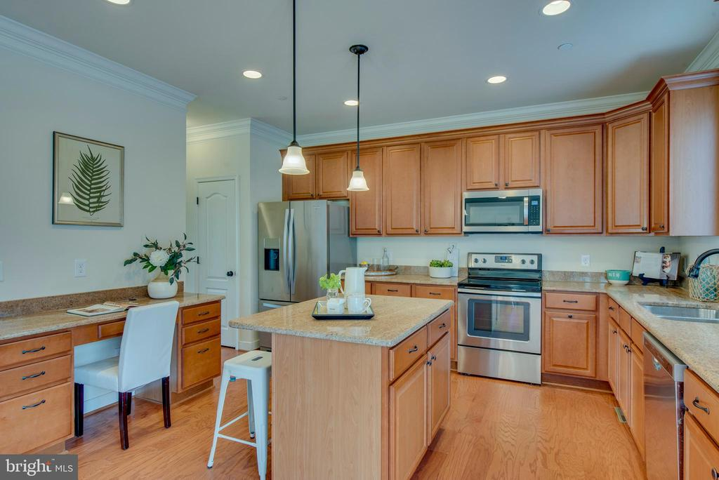 Large island and workspace - 98 GREAT LAKE DR, ANNAPOLIS