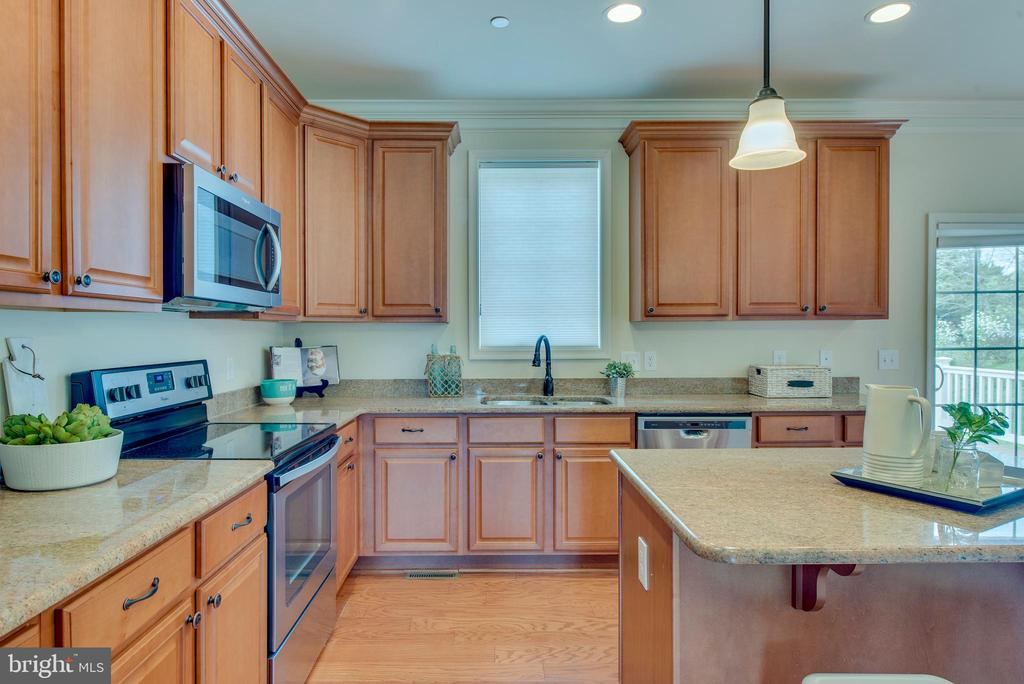 Crown molding and recessed lighting - 98 GREAT LAKE DR, ANNAPOLIS