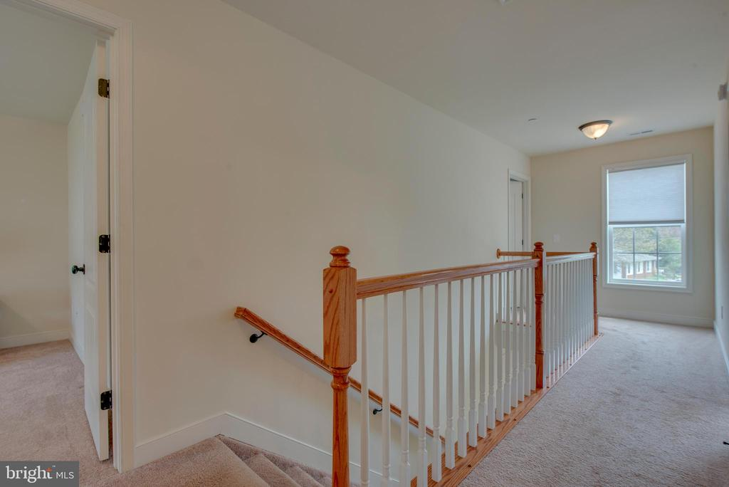 Upper hall - 98 GREAT LAKE DR, ANNAPOLIS