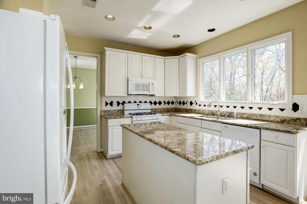 Large windows in the kitchen - 2421 MILL HEIGHTS DR, HERNDON
