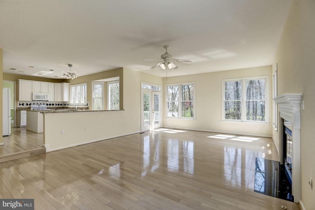 Family room facing trees - 2421 MILL HEIGHTS DR, HERNDON
