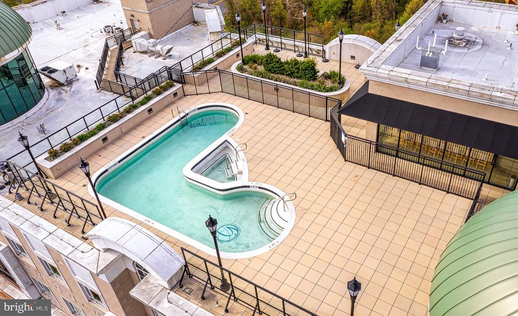 Rooftop Pool - 1915 TOWNE CENTRE BLVD #913, ANNAPOLIS