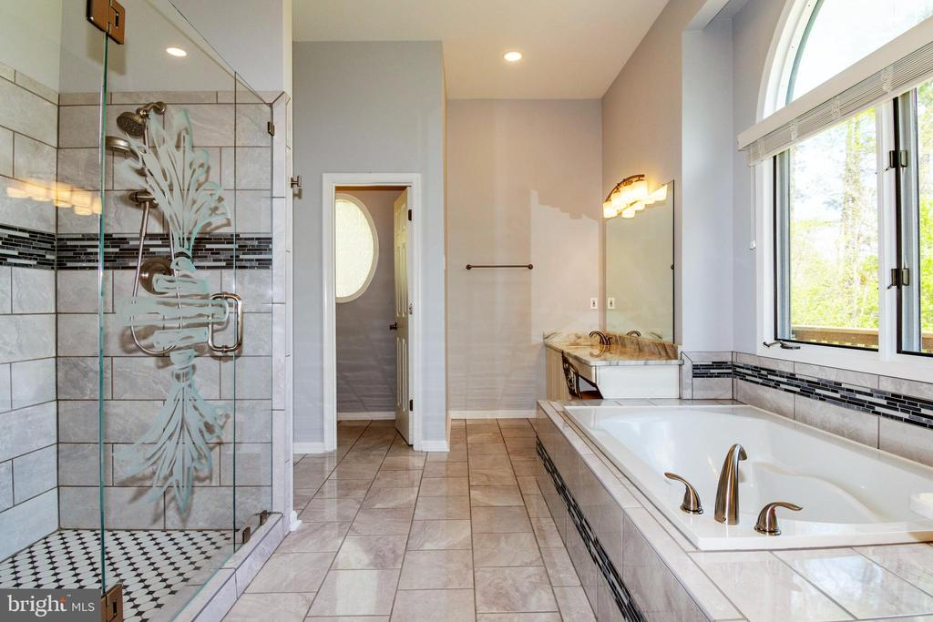 Artistic Etched Shower Door - 6505 MATTHEW LN, MINERAL