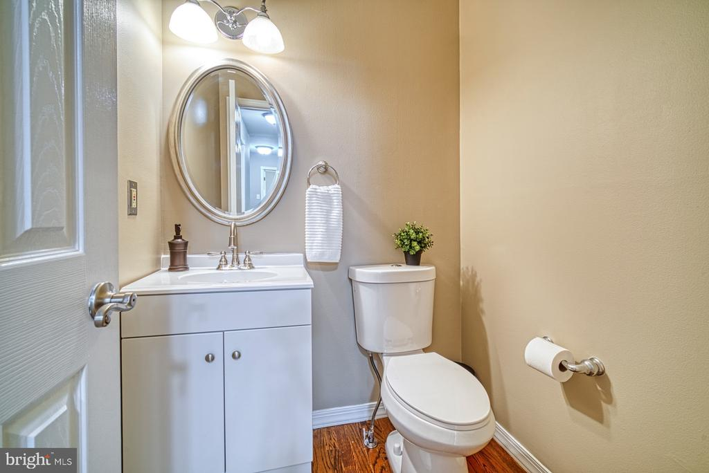 Powder room off kitchen -~comfort height toilet - 10001 WISAKON TRL, MANASSAS