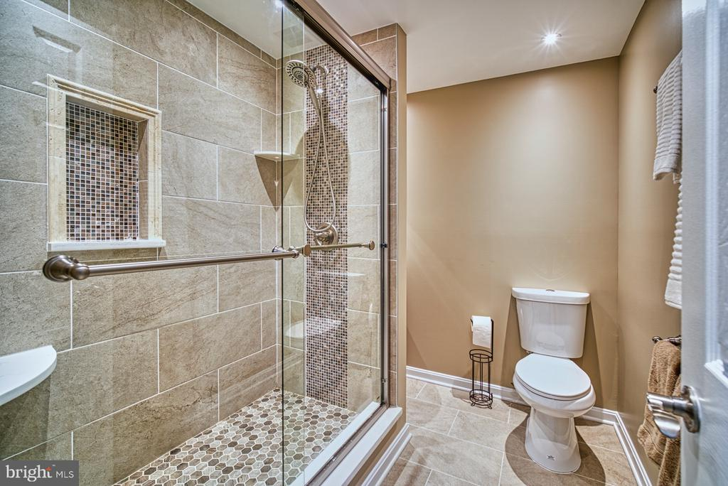 Gorgeous full bathroom in basement - 10001 WISAKON TRL, MANASSAS