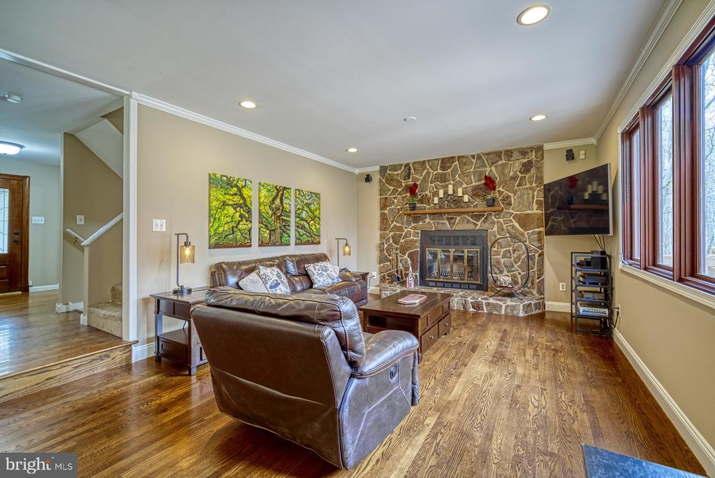 Gorgeous stone fireplace centers~family room - 10001 WISAKON TRL, MANASSAS