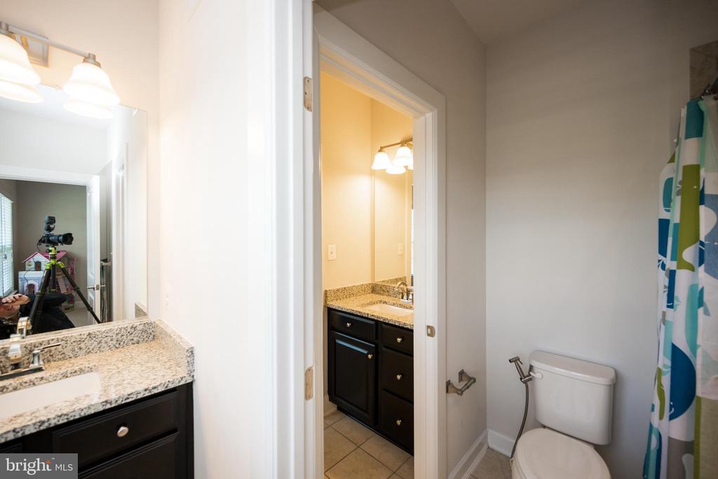Jack and Jill bathroom - 26600 MARBURY ESTATES DR, CHANTILLY