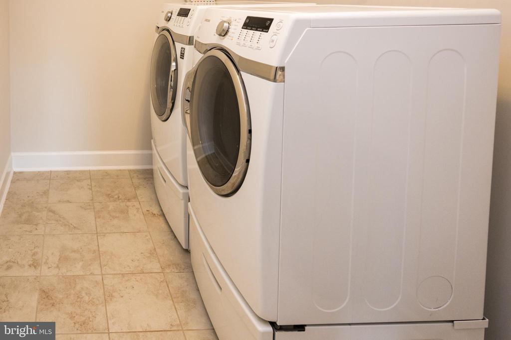 Laundry Room on bedroom level - 26600 MARBURY ESTATES DR, CHANTILLY