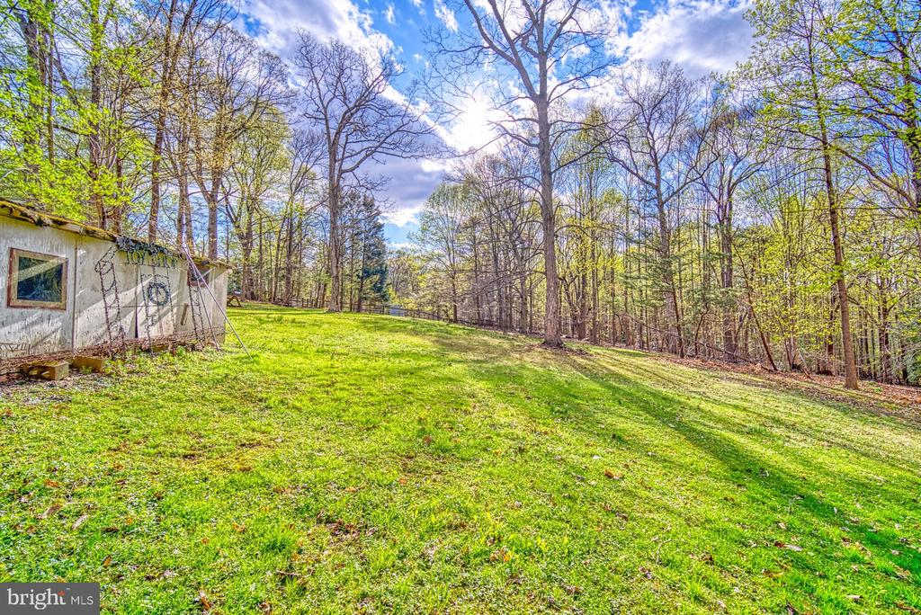 Former horse run-in shed on back 1.5 acre lot - 11610 HENDERSON RD, CLIFTON