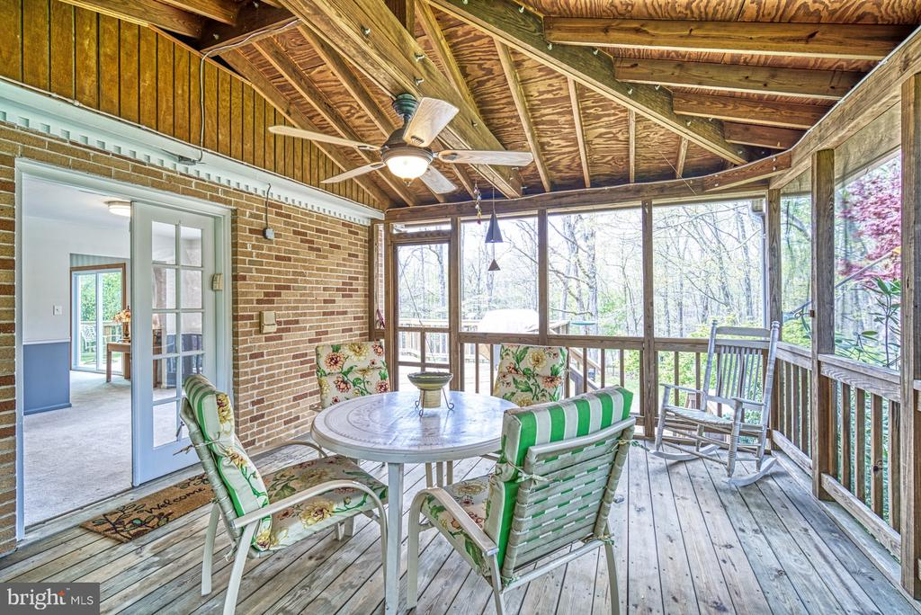 Easy access to screened porch - 11610 HENDERSON RD, CLIFTON