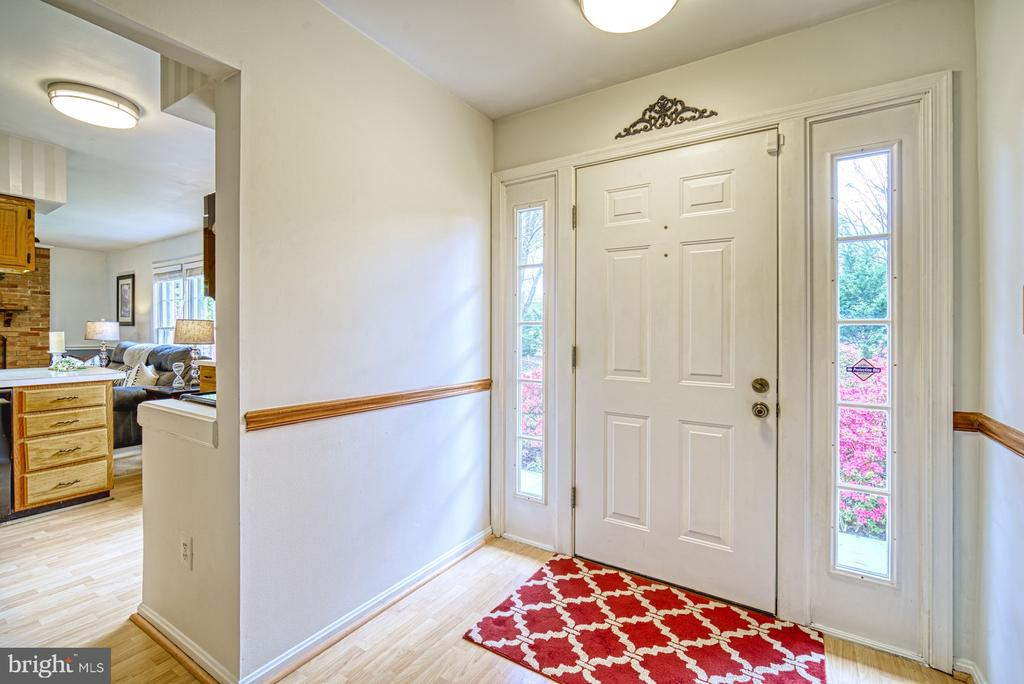 Foyer with laminated flooring - 11610 HENDERSON RD, CLIFTON
