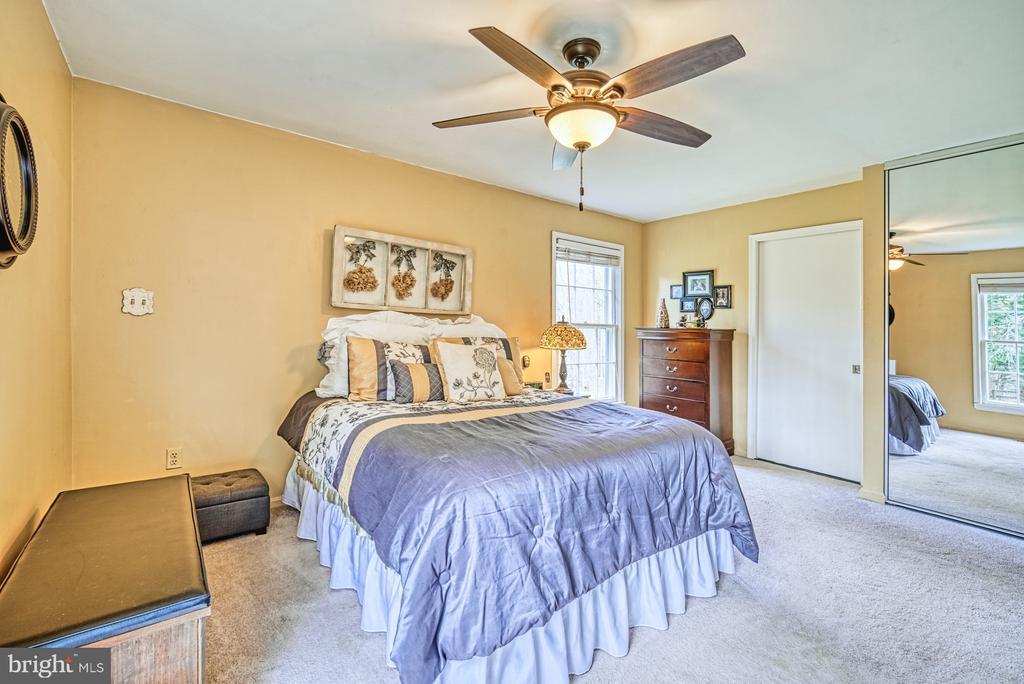 Master bedroom with en-suite bedroom - 11610 HENDERSON RD, CLIFTON