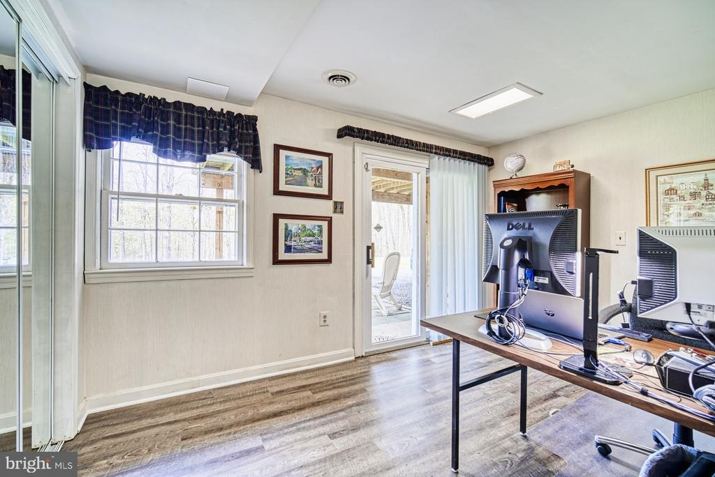 Office / bedroom with slider to back yard - 11610 HENDERSON RD, CLIFTON