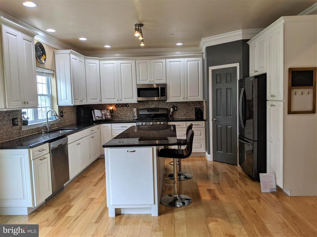 Kitchen w/ Granite Countertops - 9301 OLD SCAGGSVILLE RD, LAUREL