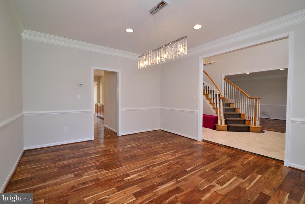 Dining room with recessed light and hardwood - 13247 MIDDLETON FARM LN, HERNDON